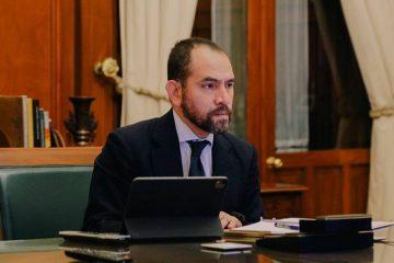 Cubrebocas tendrá rol importante en recuperación económica, señala Arturo Herrera