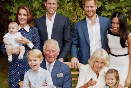La verdad detrás de la entrañable foto familiar del príncipe Carlos en su 70.º cumpleaños que resultó ser una «absoluta pesadilla»
