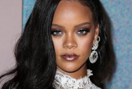 Rihanna posa en lencería mientras bota la basura en casa y es la más sensual