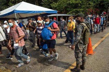 Frenan caravana migrante; aseguran a guatemaltecos en Chiapas