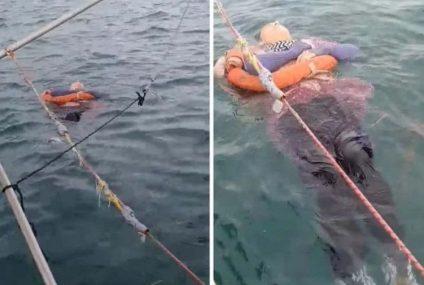 Encuentran a mujer flotando en el mar; desapareció hace 2 años