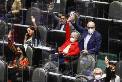 Con aplausos, Morena festeja, ahora sí, la eliminación de 109 fideicomisos; envía dictamen al Senado