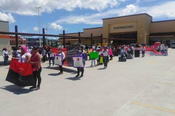 Protestan en contra de empresa refresquera en San Cristóbal