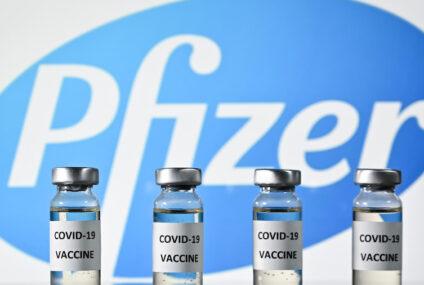 Reino Unido advierte evitar vacuna de Pfizer a personas con alergias
