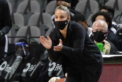 LeBron James elogia a Becky Hammon, primera mujer al frente de un equipo de NBA