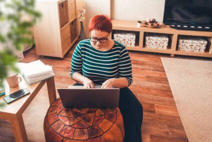 Senado aprueba reforma que regula home office; empresa deberá pagar PC, internet y luz