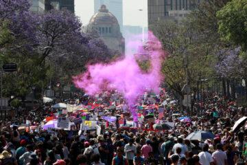 """""""Ni una menos"""": miles de mujeres marchan en CDMX y estados"""