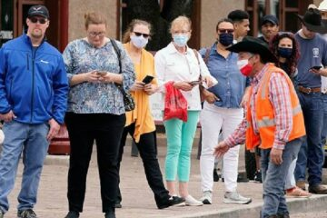 EU inicia 'adiós' al cubrebocas: Personas vacunadas podrán dejar de usarlo en ciertas situaciones