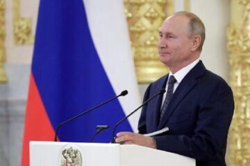 Vladimir Putin firma ley que lo mantendría en la presidencia hasta 2036