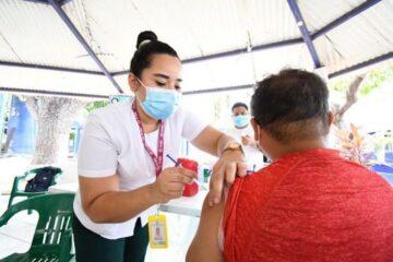 Más de 112 mil trabajadores de la educación vacunados contra COVID-19: IMSS Chiapas