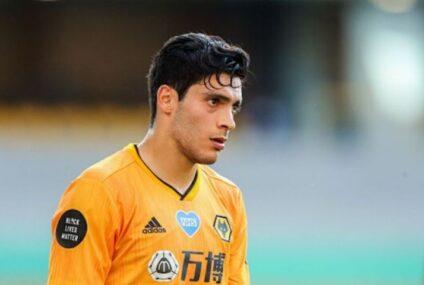 Raúl Jiménez podría jugar en segunda, los Wolves se juegan la categoría en la Premier League