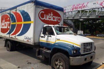 Presuntos Normalistas vandalizan y abandonan camiones