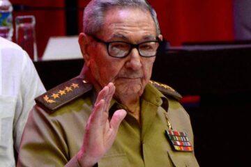 Raúl Castro reaparece en Cuba; Gobierno limita internet tras protestas