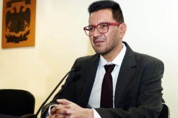 """Investigador de la UNAM dice que """"el feminicidio es un acto de amor""""; Enrique Graue pide su remoción"""