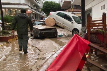 Dos muertos, desaparecidos y derrumbes: el paso del huracán Nora en México
