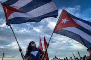Cuba modifica su modelo económico; autoriza las pequeñas y medianas empresas