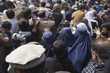 7 muertos en el caos cerca del aeropuerto de Kabul; talibanes disparan al aire