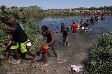 EU cierra frontera con México en Texas tras masiva llegada de migrantes haitianos