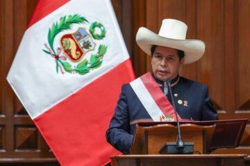 Crisis en Perú: Presidente anuncia renuncia de todo su gabinete